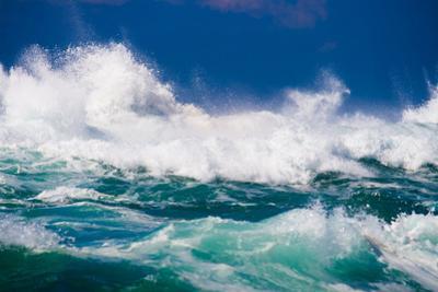 Powerful Ocean Wave by michaeljung