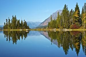 Autumn reflection, Lake Wenatchee, Wenatchee National Forest, WA. by Michel Hersen