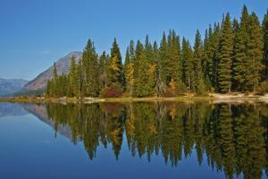 Autumn reflections, Lake Wenatchee, Wenatchee National Forest, Washington State, USA by Michel Hersen