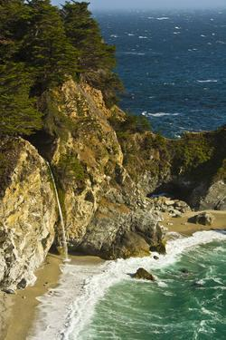 Mcway Falls, Julia Pfeiffer Burns State Park, Big Sur, California, USA by Michel Hersen