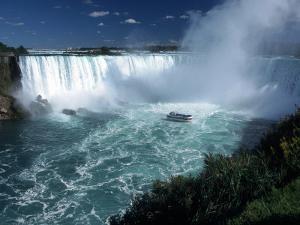 Horseshoe Falls, Niagara Falls, CAN by Michele Burgess