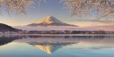 Japan, Yamanashi Prefecture, Kawaguchi Ko Lake and Mt Fuji
