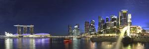 Singapore, Merlion Park and Singapore Skyline by Michele Falzone