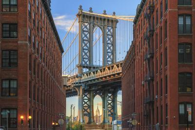 Usa, New York, Brooklyn, Dumbo, Manhattan Bridge and Empire State Building