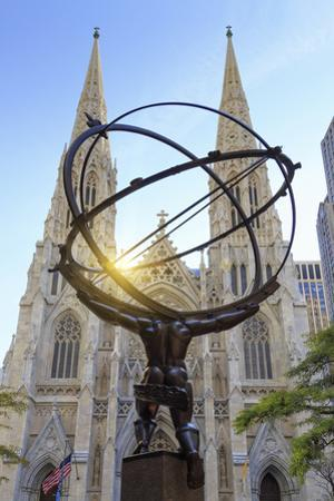 Usa, New York, New York City, Manhattan, Rockefeller Center, Atlas Statue and St Patricks Cathedral
