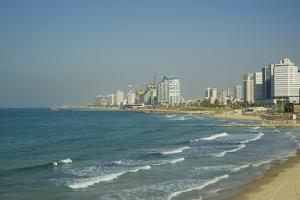 Israel, Tel Aviv, beach along the coastline by Michele Molinari