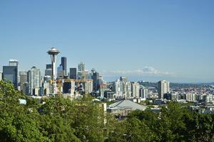 Usa, Washington State, Seattle. Queen Anne, Downtown view from Kerry Park, Mount Saint Helens in th by Michele Molinari