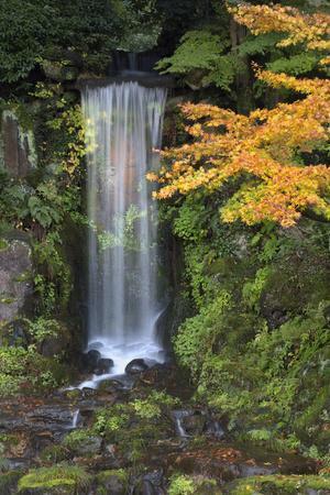 https://imgc.allpostersimages.com/img/posters/midoritaki-waterfall-kenrokuen-garden-kanazawa-ishikawa-prefecture-central-honshu-japan-asia_u-L-PWFJT30.jpg?p=0