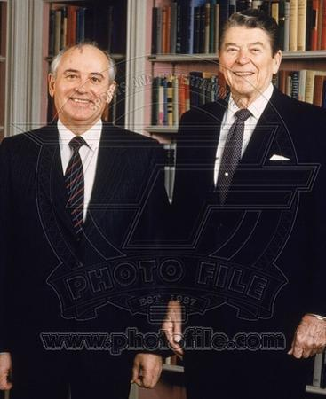 Mikhail Gorbachev & Ronald Reagan in the White House Library, 1987