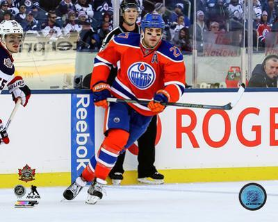Milan Lucic 2016 NHL Heritage Classic