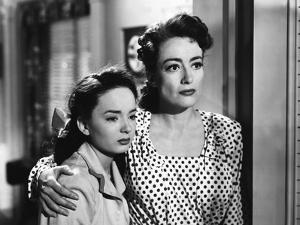 MILDRED PIERCE, 1945 directed by MICHAEL CURTIZ Ann Blyth and Joan Crawford (b/w photo)