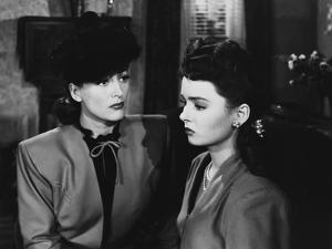 MILDRED PIERCE, 1945 directed by MICHAEL CURTIZ Joan Crawford and Ann Blyth (b/w photo)