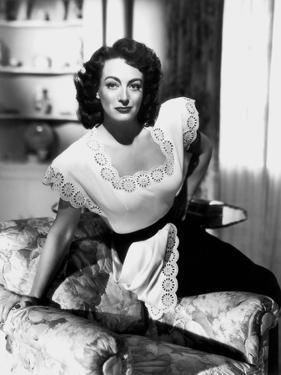 MILDRED PIERCE, 1945 directed by MICHAEL CURTIZ Joan Crawford (b/w photo)