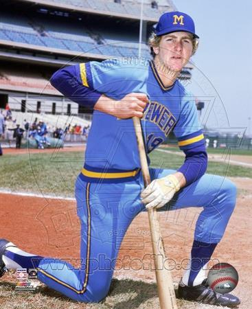 Milwaukee Brewers Robin Yount - Posed Kneeling