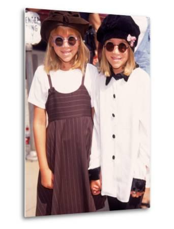 """Twin Actresses Mary Kate and Ashley Olsen at the Film Premiere of """"Alaska"""" by Mirek Towski"""