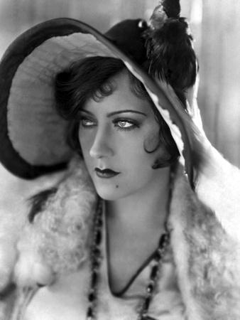 https://imgc.allpostersimages.com/img/posters/miss-sadie-thompson-by-raoul-walsh-with-gloria-swanson-1928-b-w-photo_u-L-Q1C237Z0.jpg?artPerspective=n