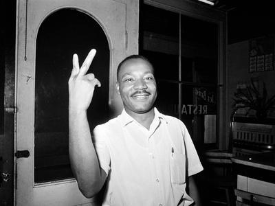 https://imgc.allpostersimages.com/img/posters/mlk-st-augustine-boycott-1964_u-L-Q10OUY80.jpg?p=0