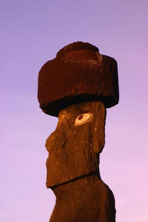 https://imgc.allpostersimages.com/img/posters/moai-at-sunrise_u-L-PZNYUG0.jpg?p=0