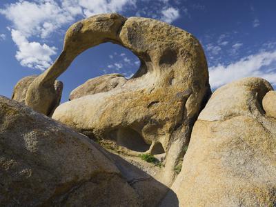 https://imgc.allpostersimages.com/img/posters/mobius-arch-alabama-hills-near-lone-pine-sierra-nevada-california-usa_u-L-Q11YXKE0.jpg?p=0