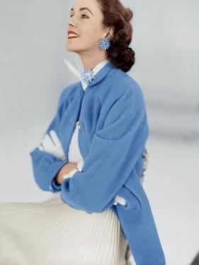 Model Wearing Stroock Fleece Turquoise Shirt Coat with Shirttails