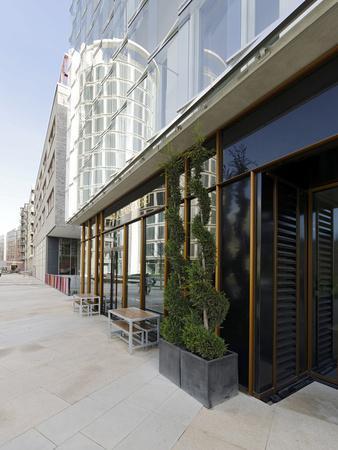 https://imgc.allpostersimages.com/img/posters/modern-architecture-office-buildings-international-coffee-plaza-hafencity-hamburg_u-L-Q11YU1R0.jpg?p=0