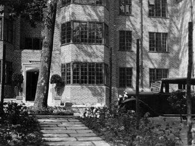 'Modern' Flats 1930S
