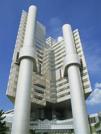 https://imgc.allpostersimages.com/img/posters/modern-hypobank-building-in-munich-bavaria-germany-europe_u-L-P7XE240.jpg?p=0