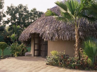 https://imgc.allpostersimages.com/img/posters/modern-residential-home-in-traditional-tribal-rabari-round-mud-hut-gujarat-state-india_u-L-P1ULP60.jpg?p=0