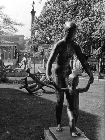 https://imgc.allpostersimages.com/img/posters/modern-sculptures_u-L-Q106YQ60.jpg?p=0