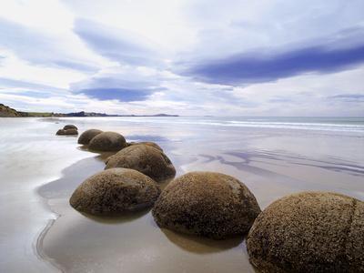 https://imgc.allpostersimages.com/img/posters/moeraki-boulders-3-new-zealand-98_u-L-Q1AHW5W0.jpg?p=0