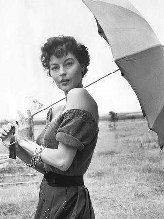 https://imgc.allpostersimages.com/img/posters/mogambo-1953-directed-by-john-ford-ava-gardner-b-w-photo_u-L-Q1C1F4X0.jpg?artPerspective=n
