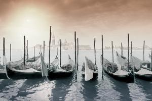 Gondolas Pano Color by Moises Levy
