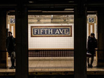 https://imgc.allpostersimages.com/img/posters/moment-of-life-in-nyc-subway-station-to-the-fifth-avenue-manhattan-new-york_u-L-PZ4ENP0.jpg?p=0