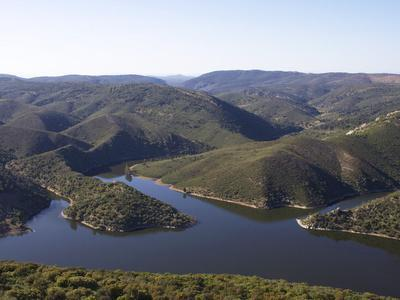 https://imgc.allpostersimages.com/img/posters/monfrague-national-park-and-river-tajo-extremadura-spain-europe_u-L-PFNIW90.jpg?p=0