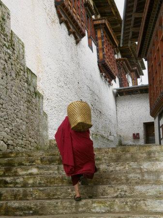 https://imgc.allpostersimages.com/img/posters/monk-carrying-basket-in-trongsa-dzong-bhutan_u-L-PXPX9K0.jpg?p=0