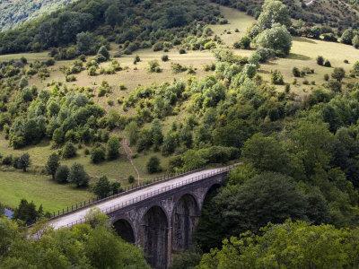 https://imgc.allpostersimages.com/img/posters/monsal-head-viaduct-white-peak-peak-district-national-park-derbyshire-england-uk_u-L-P7X1100.jpg?p=0