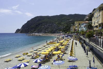https://imgc.allpostersimages.com/img/posters/monterosso-al-mare-cinque-terre-unesco-world-heritage-site-liguria-italy-europe_u-L-PWFTC40.jpg?p=0