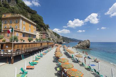 https://imgc.allpostersimages.com/img/posters/monterosso-al-mare-cinque-terre-unesco-world-heritage-site-liguria-italy-europe_u-L-PXXX3J0.jpg?p=0