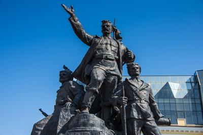 https://imgc.allpostersimages.com/img/posters/monument-to-the-fighters-for-soviet-power-vladivostok-russia-eurasia_u-L-PQ8PXB0.jpg?p=0