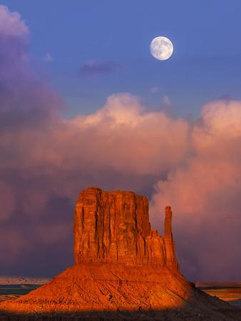 https://imgc.allpostersimages.com/img/posters/monument-valley-at-sunset-utah-usa_u-L-Q105MA20.jpg?artPerspective=n