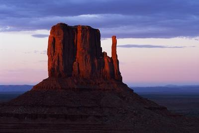 https://imgc.allpostersimages.com/img/posters/monument-valley-navajo-tribal-park-at-sunset_u-L-PZNFSU0.jpg?p=0