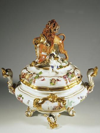 https://imgc.allpostersimages.com/img/posters/monumental-tureen-bearing-the-coat-of-arms-of-saxony-and-poland_u-L-PQ08AO0.jpg?artPerspective=n