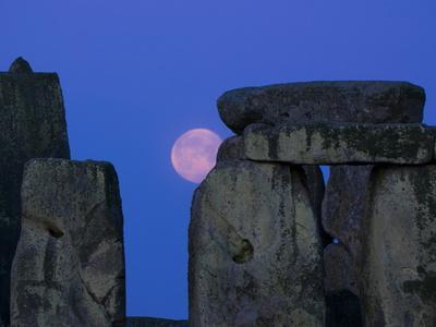 https://imgc.allpostersimages.com/img/posters/moon-behind-stonehenge-unesco-world-heritage-site-wiltshire-england-united-kingdom-europe_u-L-PFL8BH0.jpg?p=0