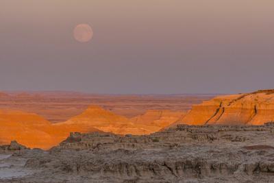 https://imgc.allpostersimages.com/img/posters/moonrise-over-rugged-landscape-at-sunset-south-dakota-usa_u-L-PN6OG50.jpg?p=0