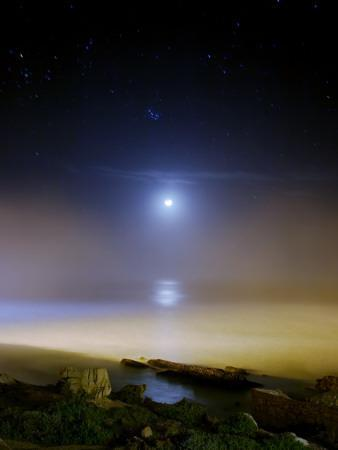 https://imgc.allpostersimages.com/img/posters/moonset-over-the-sea-with-pleiades-cluster_u-L-PD35JL0.jpg?artPerspective=n