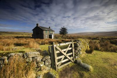 https://imgc.allpostersimages.com/img/posters/moorland-view-of-nun-s-cross-farm-dry-stone-wall-and-gate-dartmoor-devon-uk-february-2009_u-L-Q13AAS90.jpg?p=0