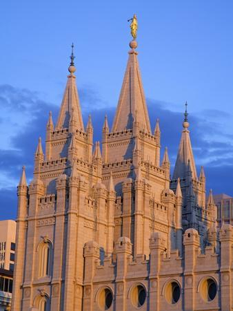 https://imgc.allpostersimages.com/img/posters/mormon-temple-on-temple-square-salt-lake-city-utah-united-states-of-america-north-america_u-L-PFNQ950.jpg?p=0