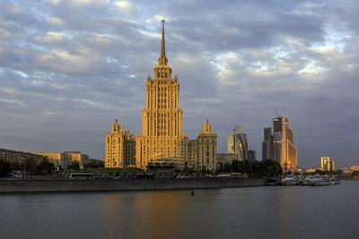 https://imgc.allpostersimages.com/img/posters/moskva-river-and-hotel-ukraine_u-L-PWFQJE0.jpg?p=0