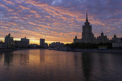 https://imgc.allpostersimages.com/img/posters/moskva-river-and-hotel-ukraine_u-L-PWFQKE0.jpg?p=0