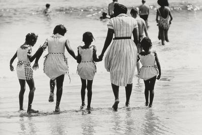 https://imgc.allpostersimages.com/img/posters/mother-and-4-daughters-entering-water-at-coney-island-untitled-37-c-1953-64_u-L-PJIHIQ0.jpg?p=0